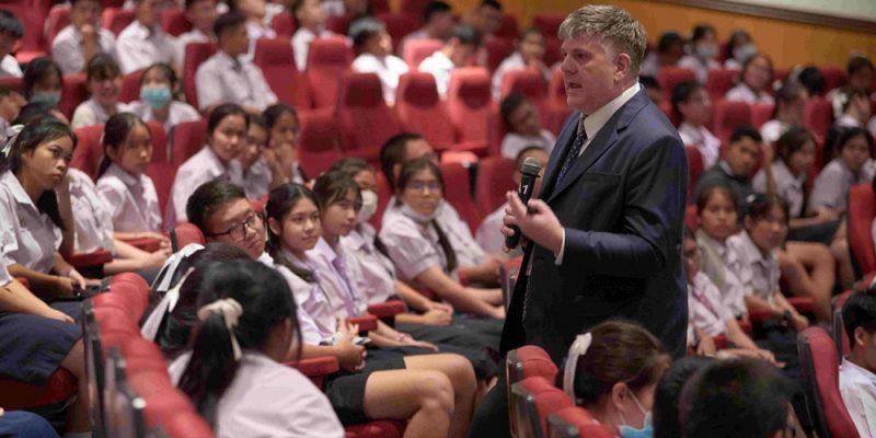 MUIC Welcomes Sirirattanathorn School
