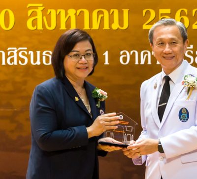 MUIC Dean Receives Siriraj Award of Honor 2018