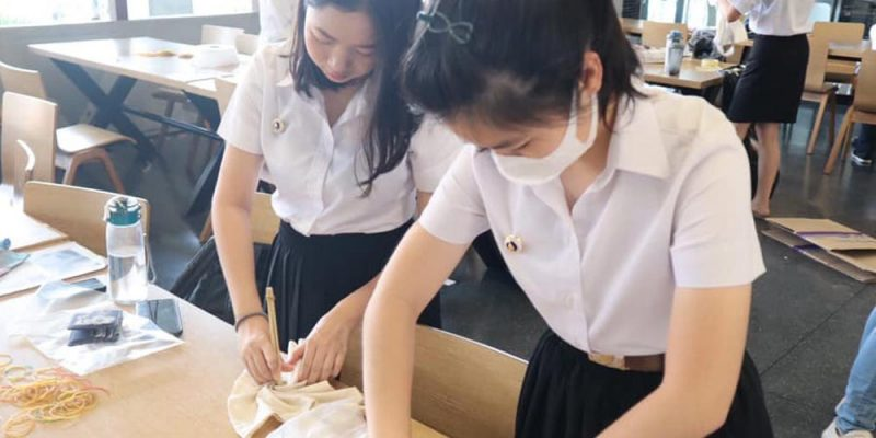 Students Make Tie-dye Bags for Charity