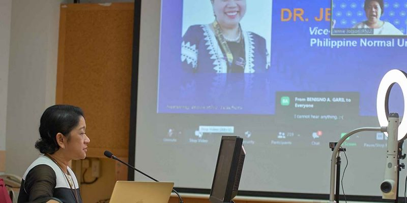 MUIC's HLD Chairperson Receives Professorial Chair in Applied Linguistics